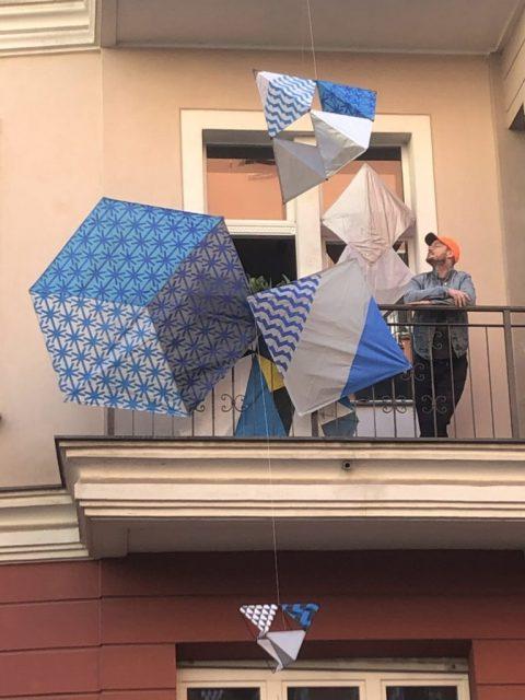 A Berlino, l'arte si affaccia dai balconi