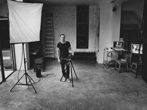 Bryan Adams sarà il fotografo del Calendario Pirelli 2022
