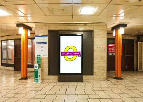 David Hockney e il roundel della metro di Londra: l'internet non approva