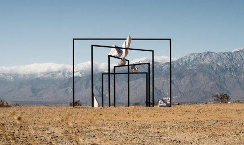 Desert X 2021: la mostra nel deserto che indaga il silenzio dell'emarginazione