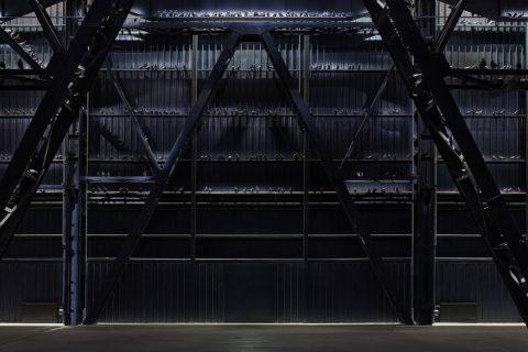 Cattelan torna a Milano. Le foto della mostra al Pirelli HangarBicocca